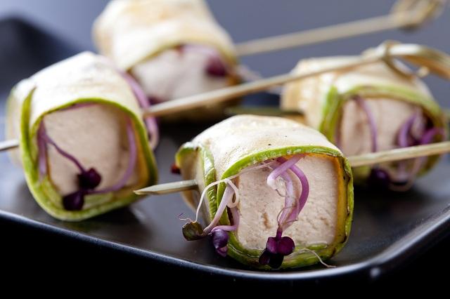 Рулца от тиквички със сирене фета или тофу и кълнове - 30 бр.